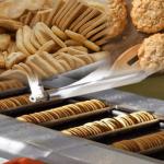 غنی سازی بیسکویت امروزه بسیار متداول شده است . هم اکنون بسیاری از مواد غذایی، با ویتامین ها و مواد معدنی غنی سازی می شوند.