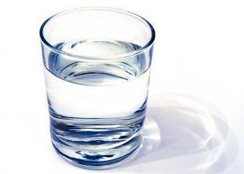 مزایای سلامتی نوشیدن آب سبک