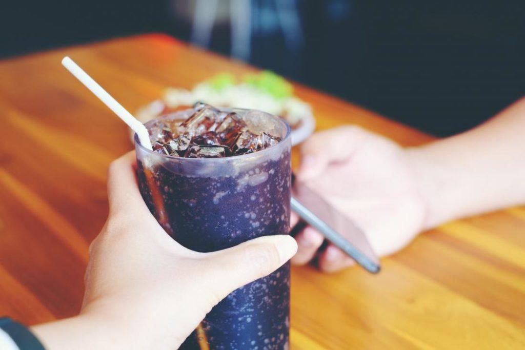 فواید و مزایای جایگزینی آسپارتام با قندهای موجود در رژیم غذایی چیست؟